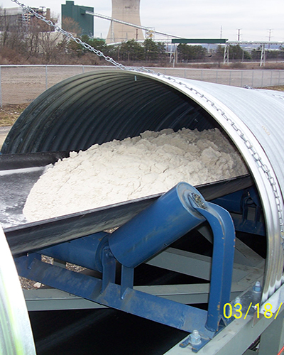 Belt conveyor for bulk material handling